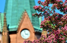 Wieża zabytkowego kościoła